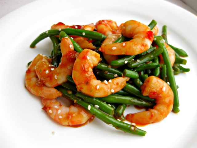 Shrimp with Spicy Garlic Sauce - a shrimp stir fry recipe with spicy garlic sauce you can make on the side! So deliciously easy