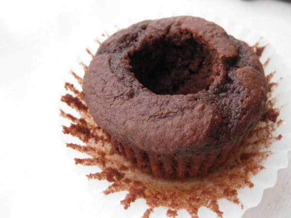 How to Make Homemade Hostess Cupcakes - chocolate cupcakes recipe with cream filling - get the recipe and step by step photo guide / tutorial to make this all-time favorite dessert!