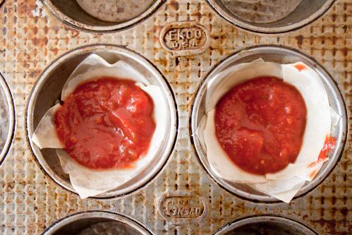 how to make mini lasagnas in muffin tin