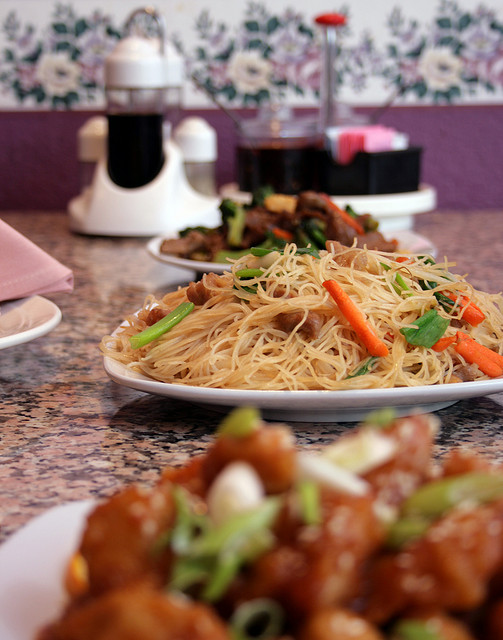 Light and Healthy Vegetarian Lo Mein