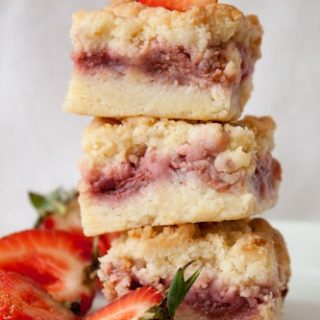 Strawberry Crumb Bars - a summery dessert made with fresh strawberries (only 191 calories per bar!)