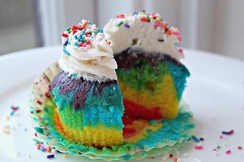 rainbow tie dye cupcakes