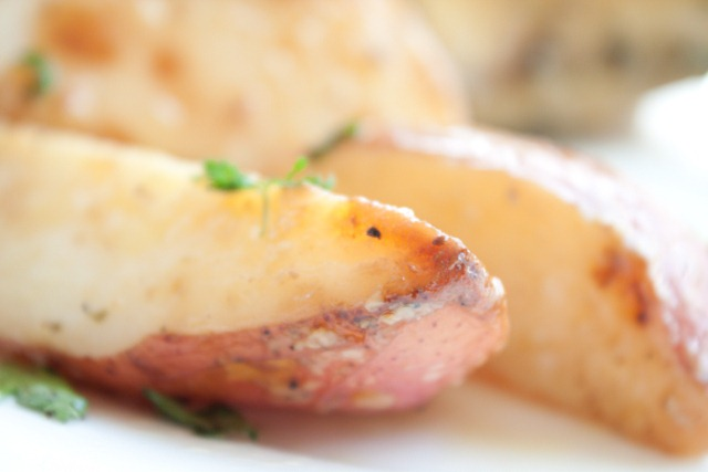 Garlic Leek Roasted Potato Wedges