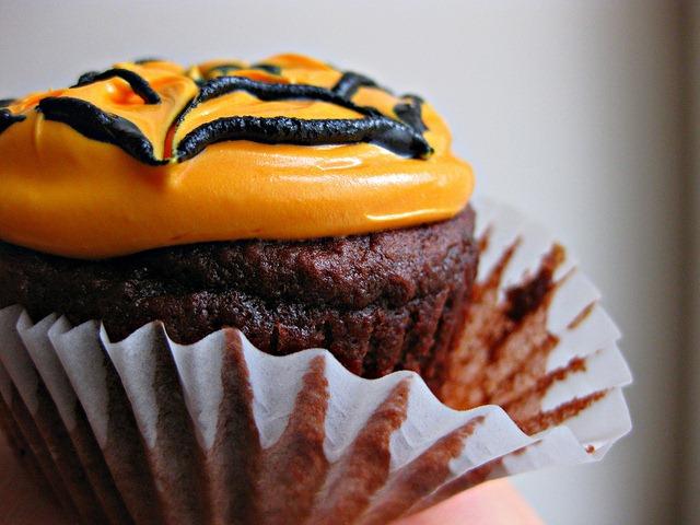 Halloween Spider Web Cupcakes