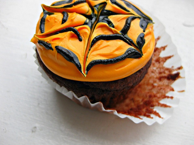 promise two dozen cream filled spider webbed cupcakes and a pumpkin ...