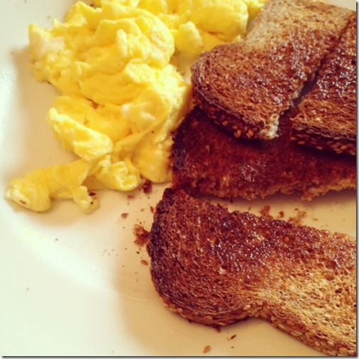 scrambled_eggs_toast