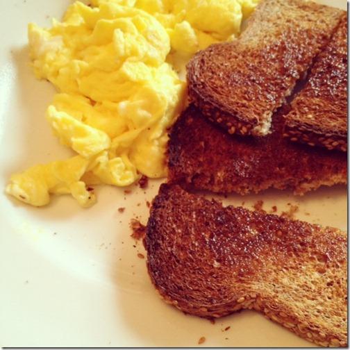 scrambled_eggs_toast