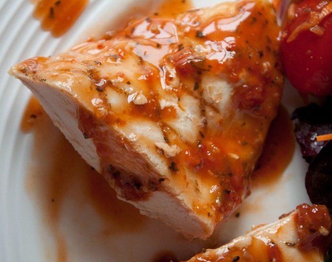 Grilled Chicken in Sun Dried Tomato Basil Vinaigrette