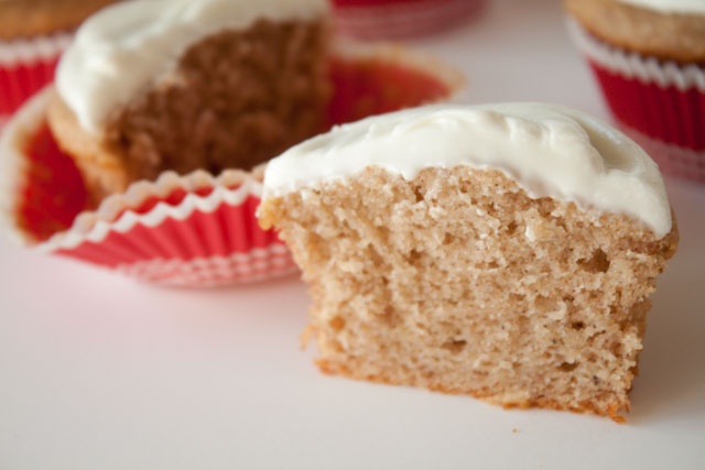 Healthy Banana Cupcakes Recipe with Cream Cheese Frosting! 250 calories for moist, spicy banana cake and fluffy cream cheese frosting!