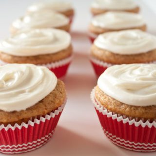 Light Banana Cupcakes Recipe with Fluffy Cream Cheese Frosting! Spicy, warm, and unbelievably tender!