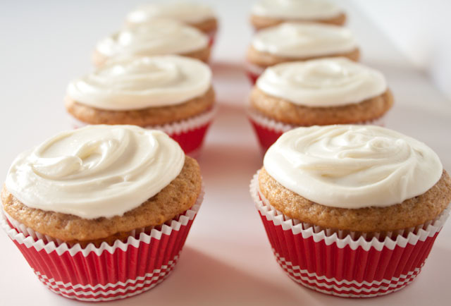 Light Banana Cupcakes with Cream Cheese Frosting
