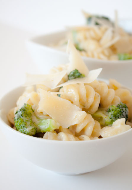 10 Minute Lighter Alfredo Sauce Recipe
