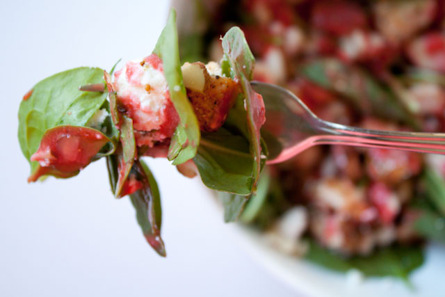 spinach salad with strawberry dressing