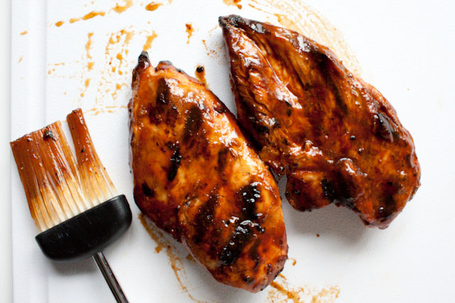 Simple Kansas City-Style Homemade Barbecue Sauce Recipe - only 70 calories per 2 tablespoons