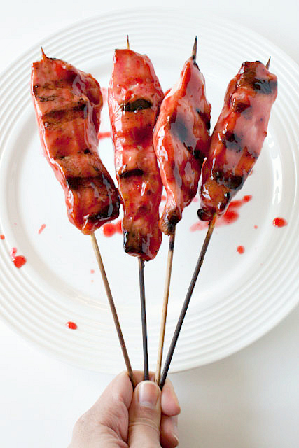 Asian glazed chicken skewers - with an irresistible asian marinade! Grill and serve them as an appetizer or entree. 250 calories