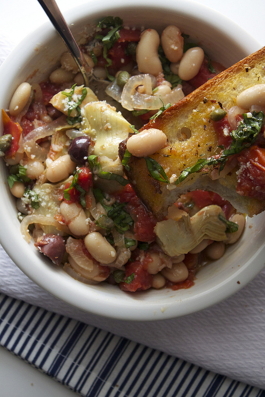 White Bean Puttanesca Recipe with a Quick Garlic Bread Recipe too! Easy and healthy too!