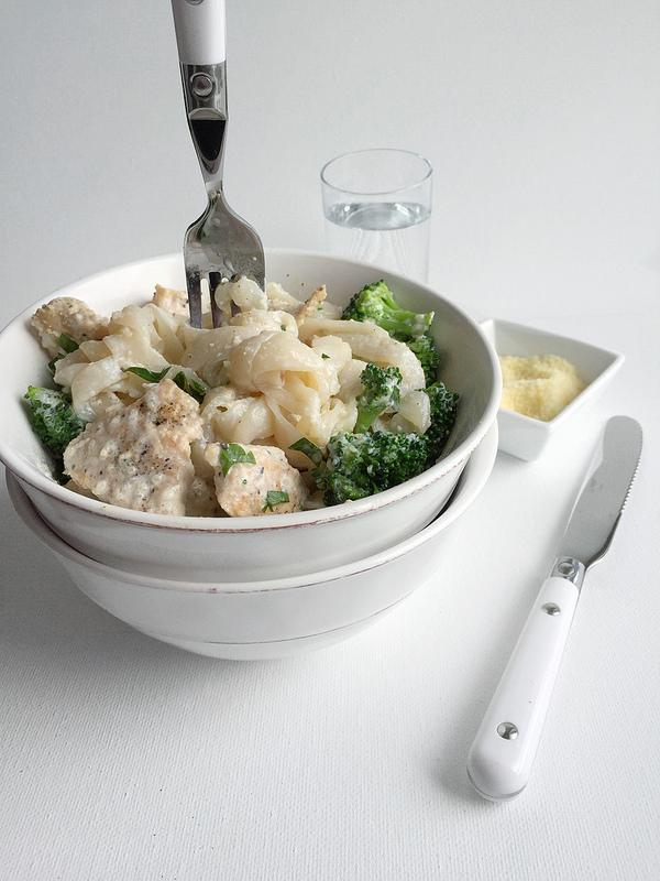 Healthy Chicken Broccoli Fettuccine Alfredo