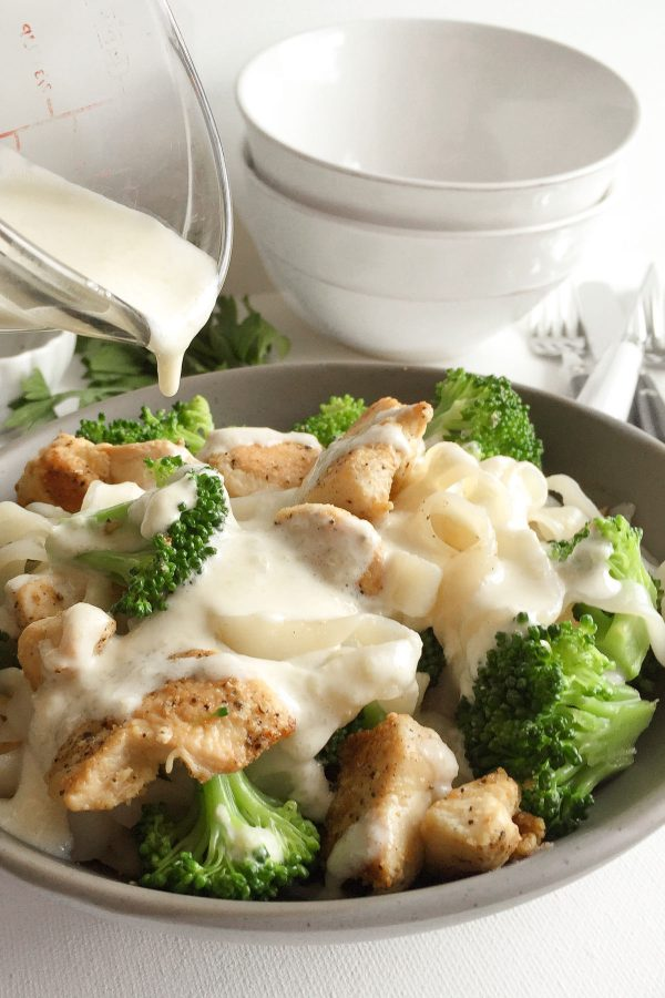 Healthy Chicken Broccoli Fettuccine Alfredo - Chicken, broccoli, and fettuccine with a deliciously creamy and light alfredo sauce recipe (377 calories)! Everyone loves this classic comfort food makeover!