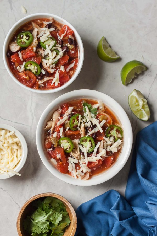 Skinnytaste Slow Cooker Chicken Taco Chili Recipe - a quick, delicious, and healthy crock pot meal that comes together quick! From Skinnytaste Fast and Slow - 122 calories