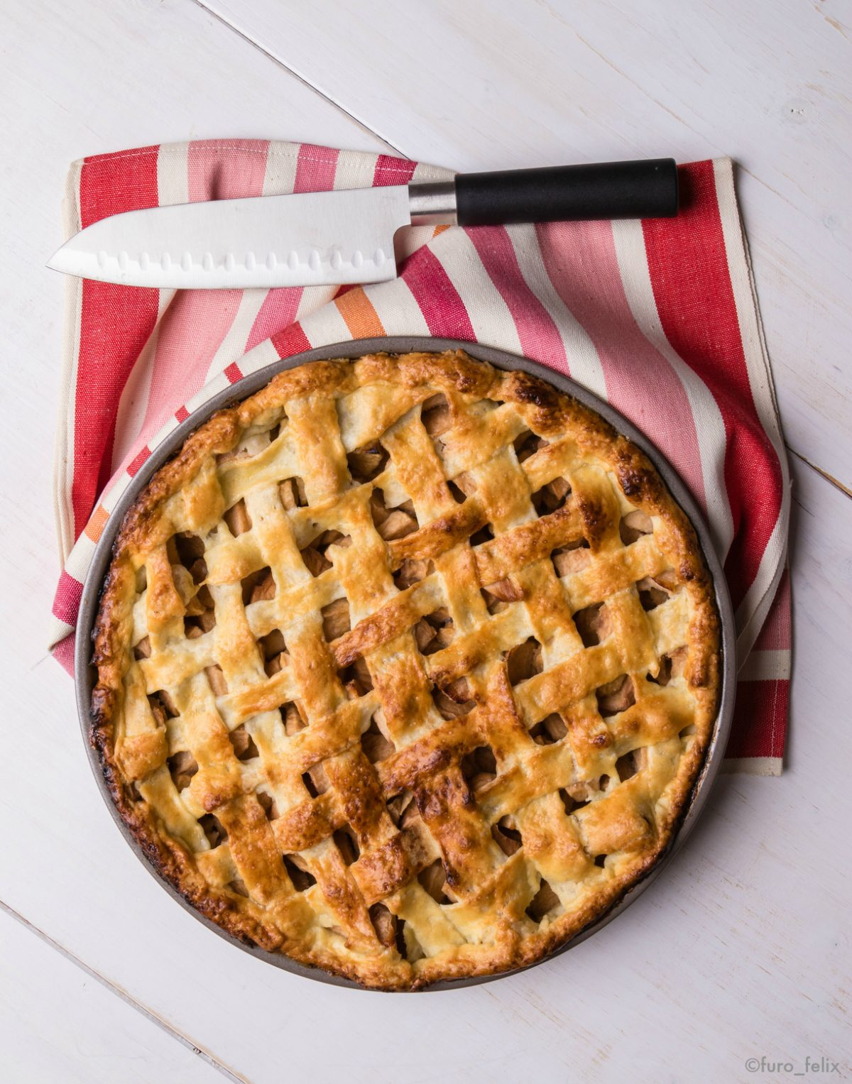 fresh baked apple pie - photo by furo_felix