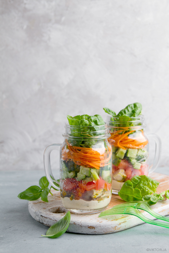 mason jar salads - photo by viktorija