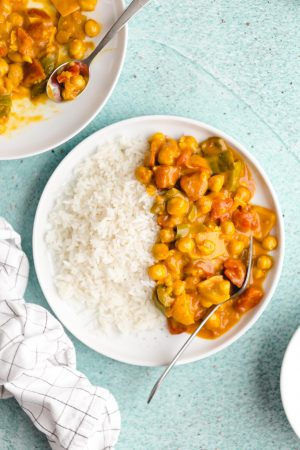 easy curry recipe with chickpeas and coconut milk