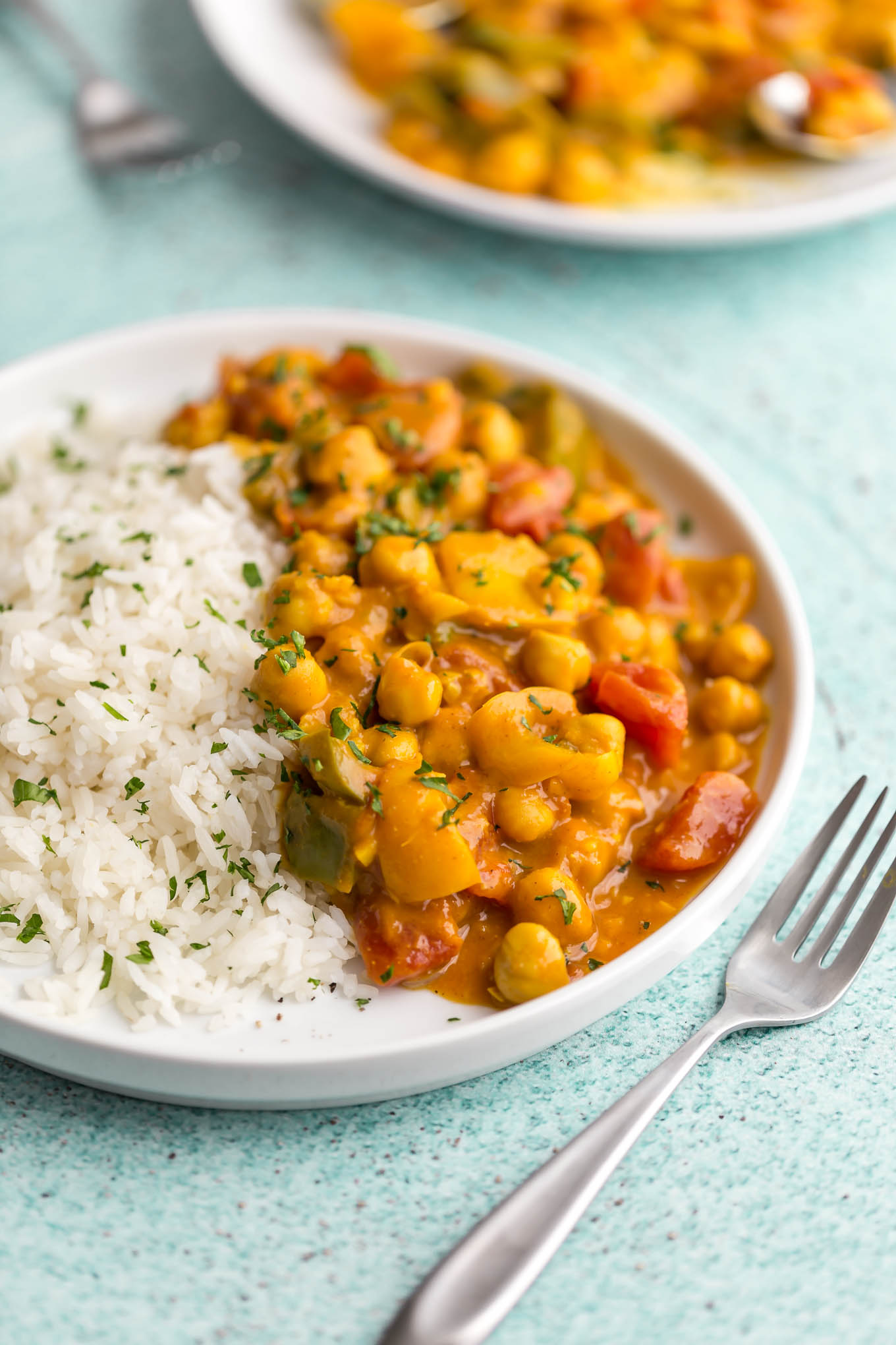 quick and easy vegetarian curry recipe made with chickpeas and coconut milk