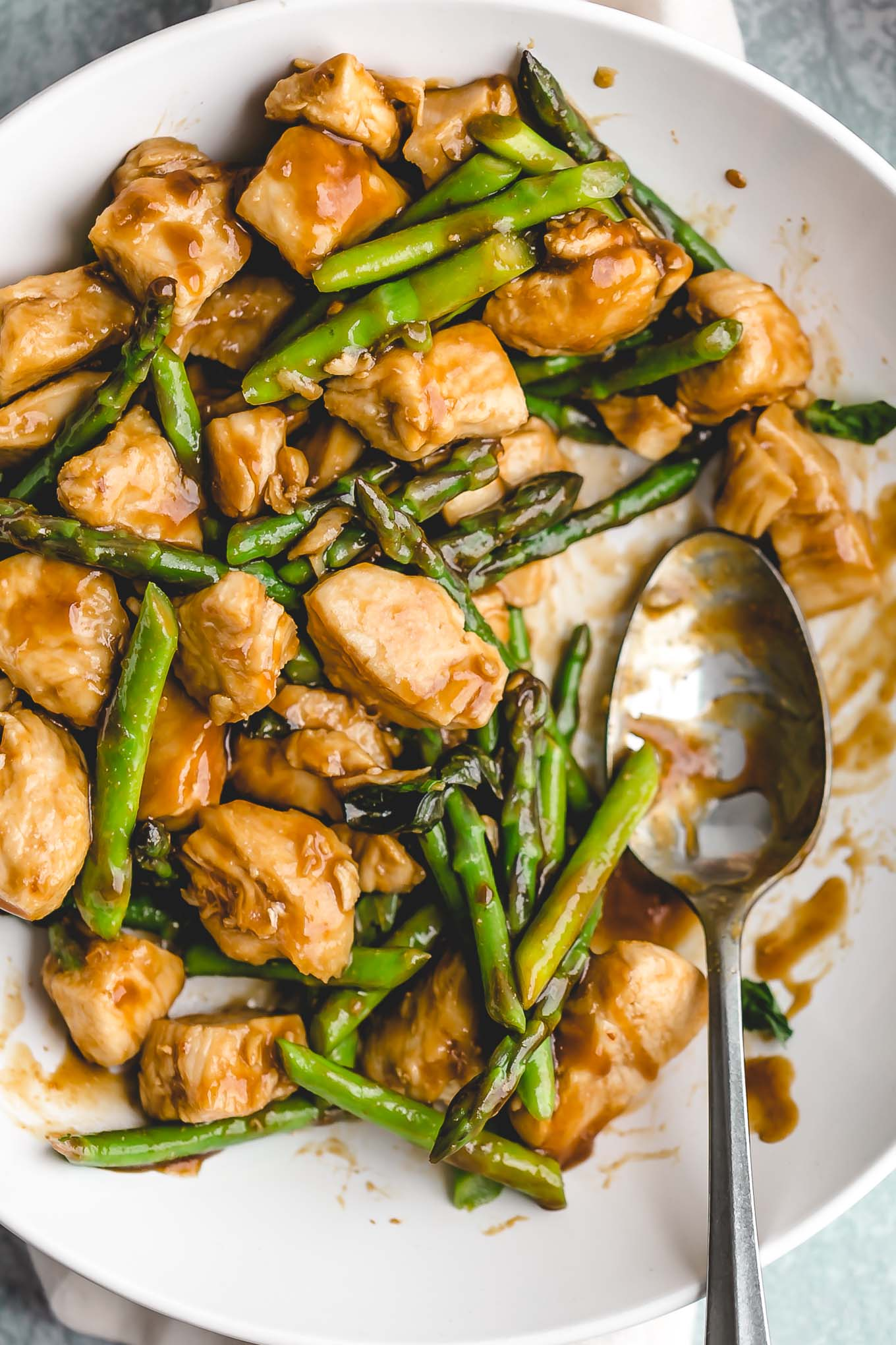 Spicy Basil Chicken Stir Fry (287 calories) - a fragrant and fresh Asian stir fry recipe that's ready in 20 minutes!