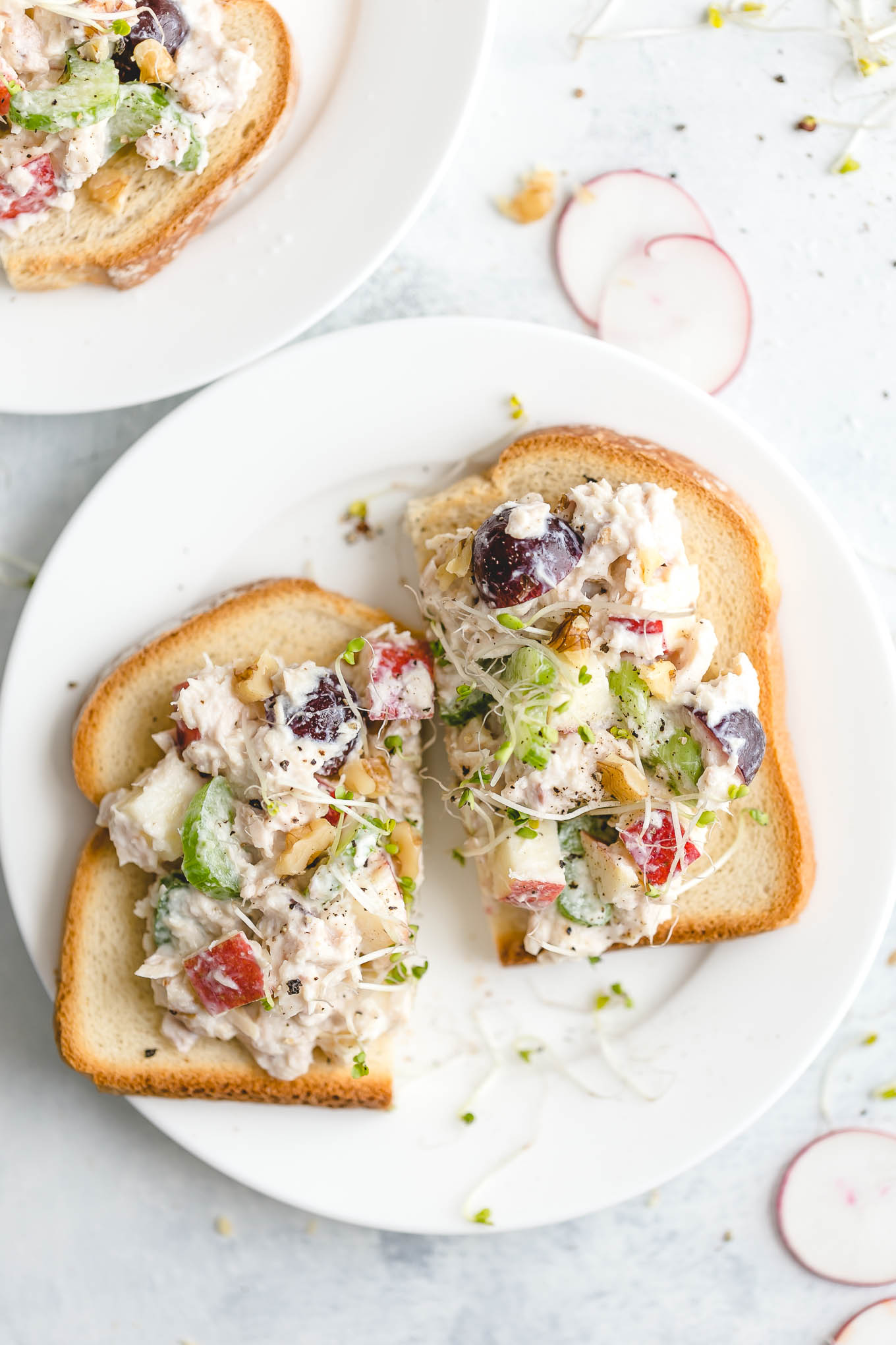 healthy tuna salad recipe with nonfat greek yogurt, apple, celery, grapes, and walnuts